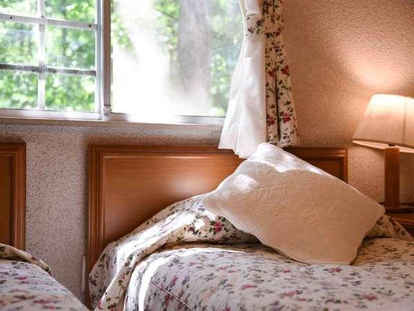 *【客室一例(ツインルーム)】アロマの香りとローラアシュレイのファブリックに包まれて深い眠りに。