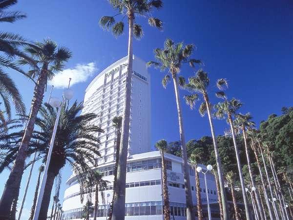 椰子の木が目印の熱海後楽園ホテル。おかげさまで開業45周年!(※画像はタワー館)