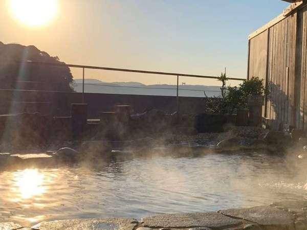 朝日を眺めながらの露天風呂