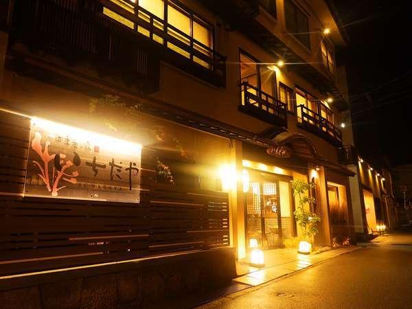 「四季香る宿 いちだや」は城崎温泉の柳並木通り沿いです