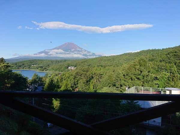 バルコニーで富士山を眺めながらBBQができます♪