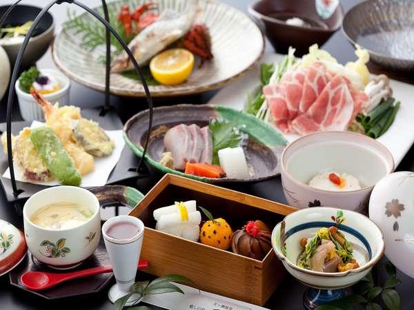 ゆずさんぽ企画!【ゆだま寿司】入り会席。ゆずの香りが彩りを添える。