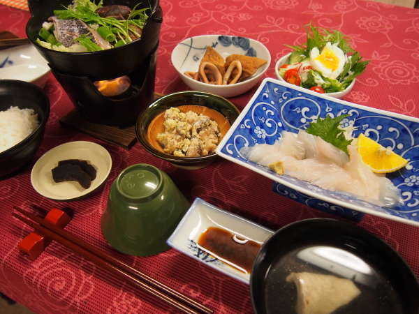 夕食の一例※内容は季節や仕入れによって異なります。