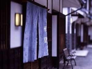 米屋の玄関の手作りの暖簾です。