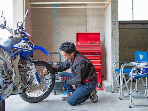 【バイク倉庫】工具も揃っているバイク倉庫!!愛車のメンテナンスに♪♪(宿泊の方のみ利用可)