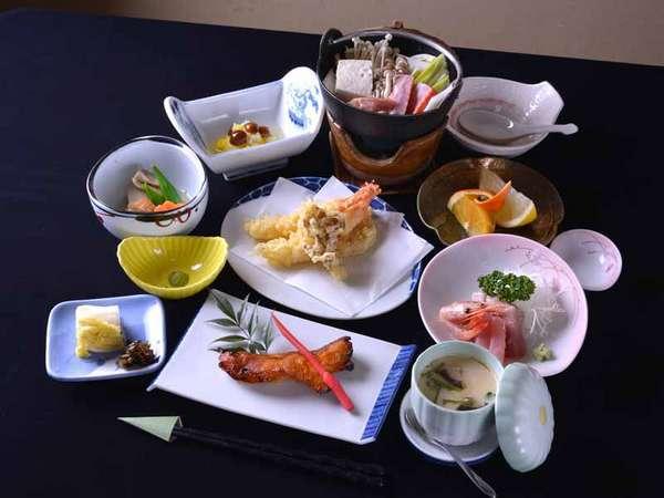 *お夕食一例(グレードアップ)/地元の食材を活かした郷土の味わいをごゆっくりご賞味下さい。
