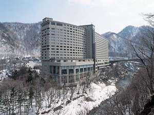 冬の定山渓ビューホテル。お車でお越しの方は路面状況にご注意を。