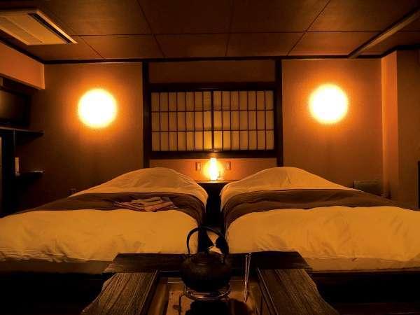 ◆囲炉裏部屋は、ひと部屋ごとに内装が違います。どのタイプも和のテイストが落ち着くツインルーム。