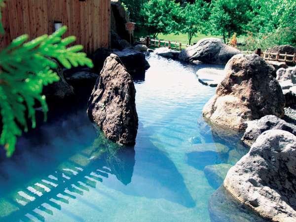 ◆2F庭園露天風呂「鹿鳴の湯」。晴れた夜には星空を眺めながら、ゆったり。源泉かけ流し100%!