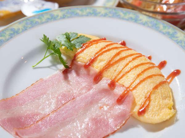 *スタンダード朝食・洋食一例。ふわふわのオムレツがメイン