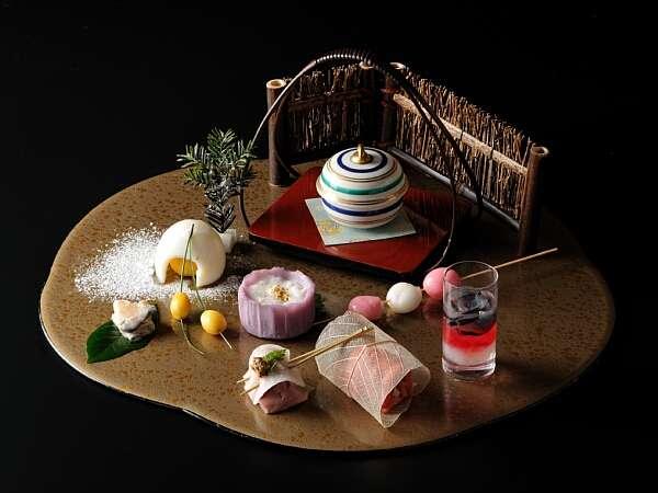 【特別室美食膳:前菜】食材の風味を最大限に生かした上品な味付け。箱庭のような盛り付け。
