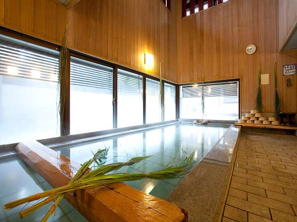 大浴場では武雄の名産「レモングラス」の香りとともに美人湯が愉しめる/例