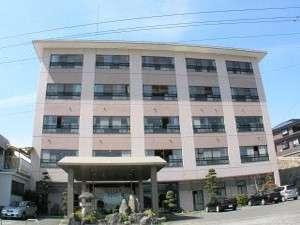 [外観]創業50年を誇る老舗旅館。名物竹崎カニと温泉の宿。