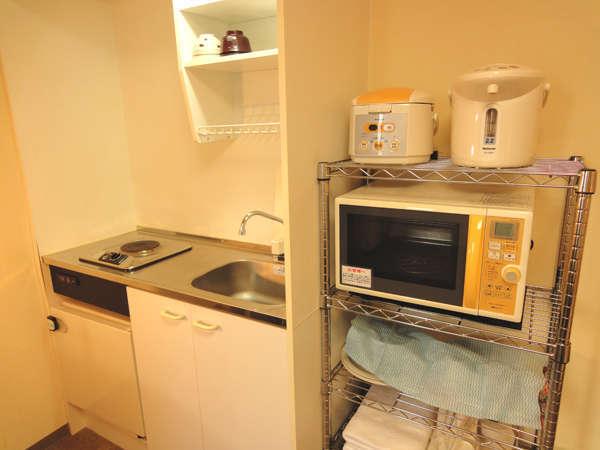 「室内キッチン」 食器・調理器具、冷蔵庫、炊飯器、レンジ、ポット完備♪