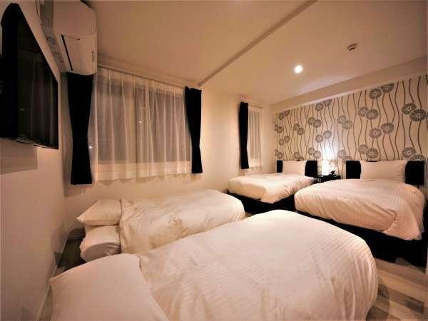 ツインルーム4名様用ベットを準備しても十分にスペースがありますのでゆっくり快適に過ごせます。