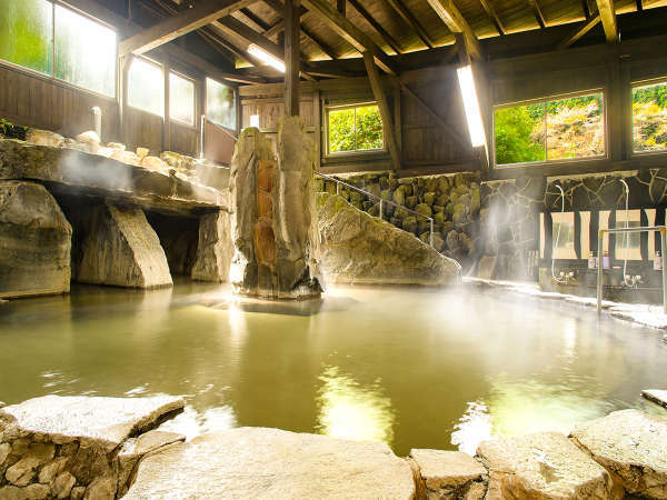 *開放感あふれる浴場と神秘的な洞窟風呂*