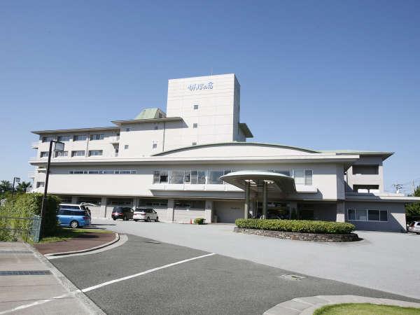 *【外観】石和温泉駅・徒歩約7分!「食」と「お酒」と「温泉」が自慢の和風ホテルです