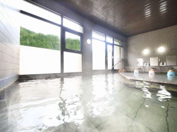 ◆展望風呂/四季折々の景色とともに、湯冷めしにくく体の芯から温まる温泉をごゆっくりどうぞ。