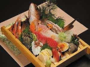 鯉のお造りとお刺身盛り合わせ追加お料理にどうぞ