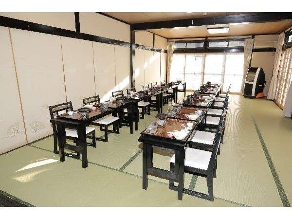 食事テーブル席(団体様一緒での食事も可能です)