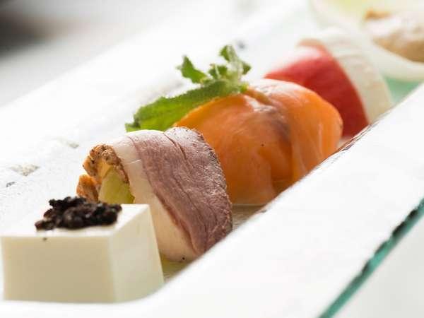 ポイントUP【ご夕食20:30限定】芳醇な香りのオマールエビと贅沢食材のトレコローネコースプラン