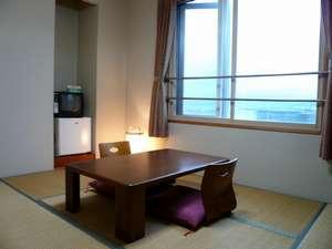 和室。窓から海を眺められる部屋もあり