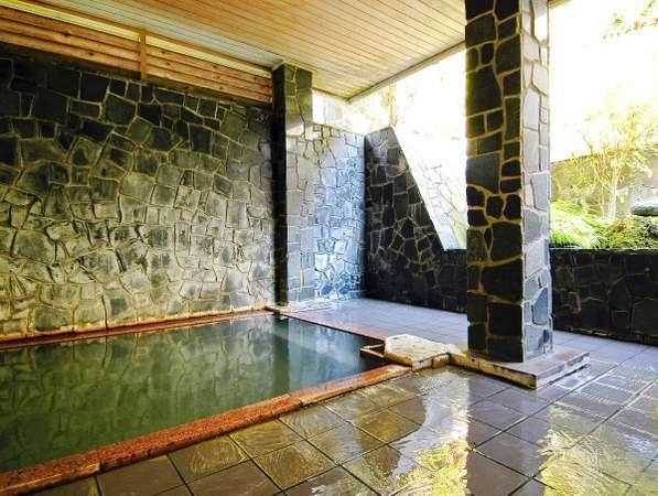 【露天風呂 】肌をみずみずしくする硫酸イオンが多く含まれる化粧水パワーの美肌温泉♪