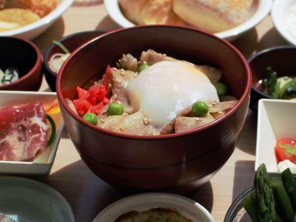 【ご当地メニュー】豚丼は帯広定番の逸品です!!温泉卵をかけて食べるのがおすすめです!