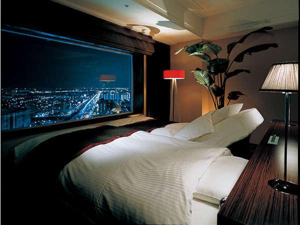【The Upper 12〜View Bed〜/素泊まり】ベッドから朝と夜の景色の違いを楽しんで。