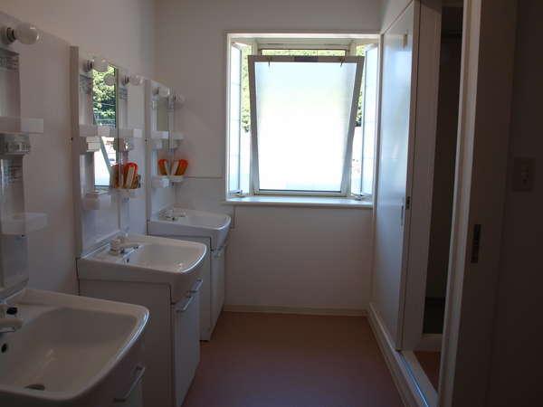 男女別共用の洗面&シャワールーム