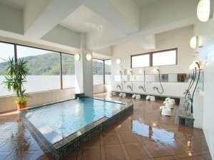 9階 男性大浴場『眉山=びざん』夜景がすばらしいパノラマ展望浴室♪