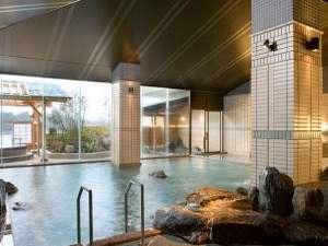 御所湖が一望できる大浴場 露天風呂「絹の湯」が隣接しています。