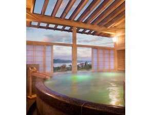 露天風呂「絹の湯」日本最大級のシルクバスです。