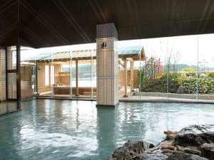 御所湖と岩手山が一望できる大浴場 露天風呂「檜の湯」が隣接しています。
