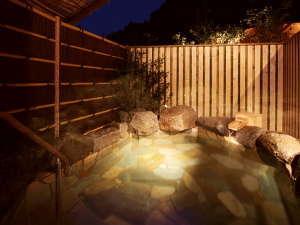 自家源泉掛け流しの貸切露天風呂は紫苑の自慢