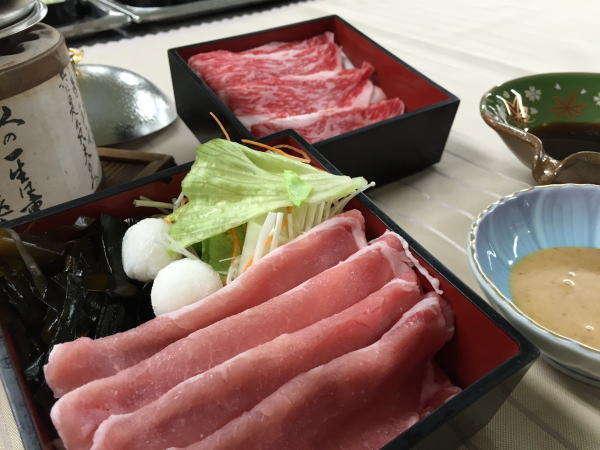 """""""和牛肉""""と""""八幡平産・杜仲茶ポーク""""の豪華食べ比べをお楽しみいただけます♪"""