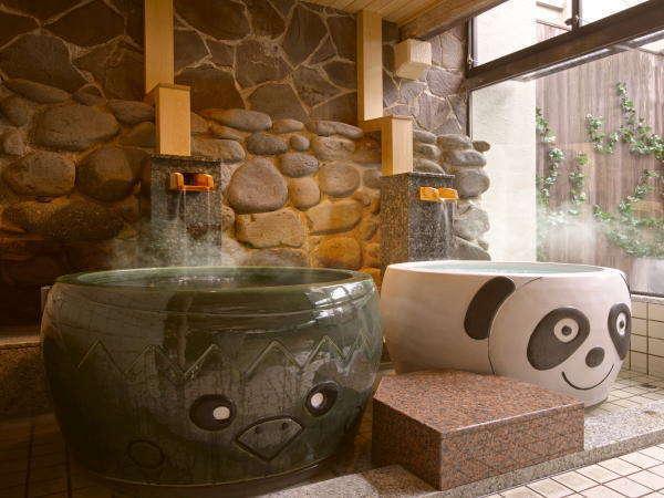 愛真館の【パンダ・カッパ風呂】パンダと岩手遠野にちなんだカッパを模した陶器風呂です。