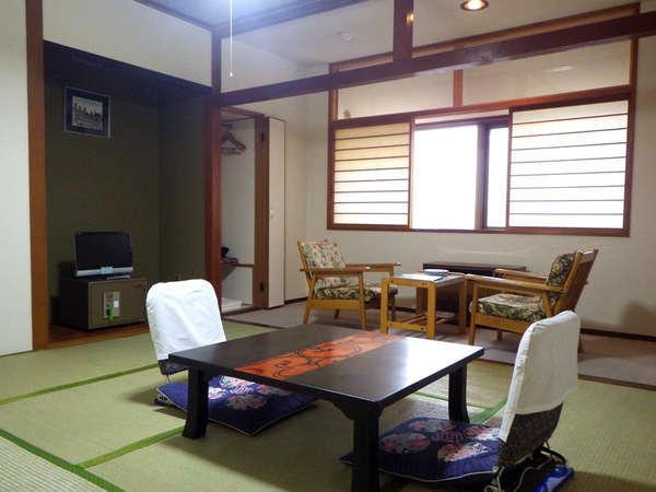 *【客室一例】静かで落ち着きのある和室。足を伸ばしてお寛ぎください。