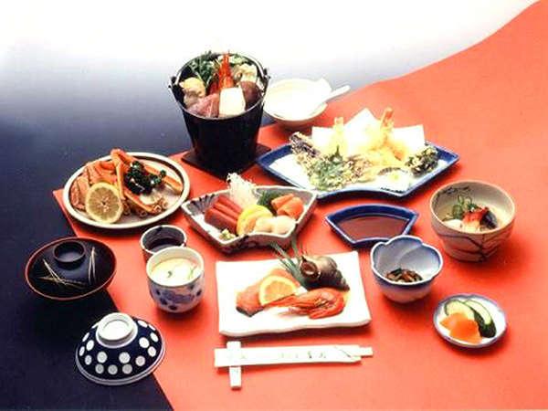 *【料理一例】郷土鍋、お刺身盛り合わせなど、北の大地の恵みをふんだんに使用したお料理の数々。