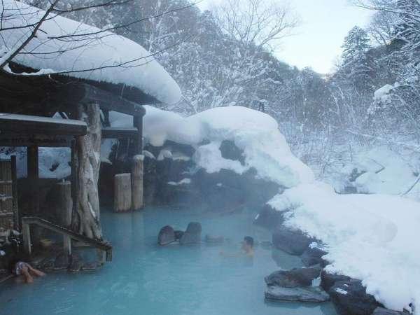 【第三露天風呂】雪見風呂でゆったり寛ぐひと時…