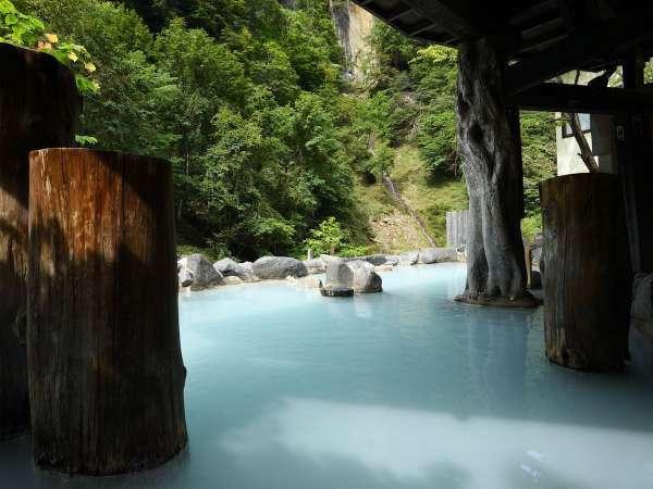 【第三露天風呂】混浴露天風呂。自然を満喫しながら にごり湯で疲れをおとりください。