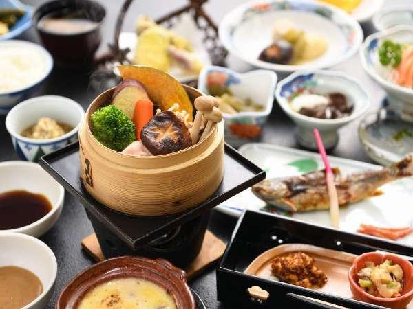【夕食】山菜や山の幸をお楽しみください(一例・メニュー変更の可能性がございます。)