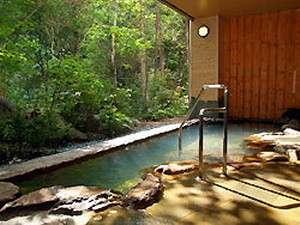山側に面した露天風呂からは石狩川のせせらぎが聞こえてきます。