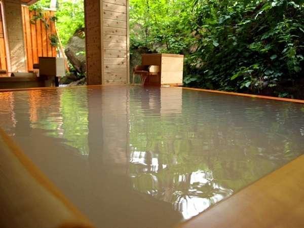 【大自然の湯「鳥の声」】湯の花浮かぶ乳白色の硫黄泉をお楽しみいただけます