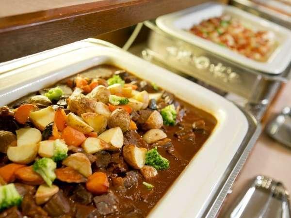 北海道の食材をふんだんに使用したバイキング(一例/鹿肉の煮込み)