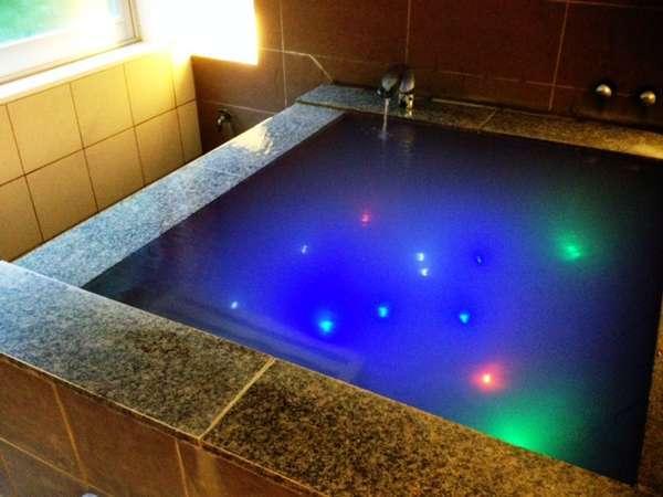 LEDライトボールで水底がきらきらと輝く貸切風呂(イメージ)