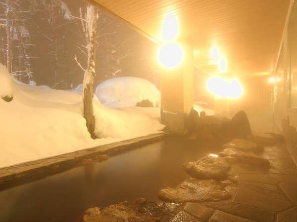 【大自然の湯「川の囁き」】張り詰めた空気の中、露天風呂でホッと一息…