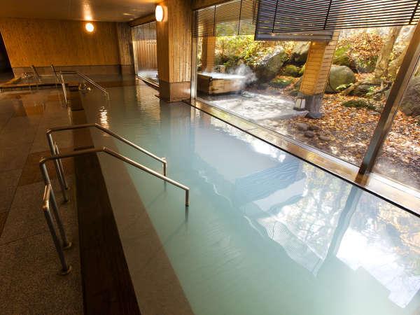 【大自然の湯「鳥の声」】温泉に浸かりながら、目の前に広がる秋の風景を楽します