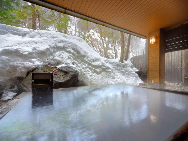 【大自然の湯「鳥の声」】硫黄香る白濁温泉で温まってください