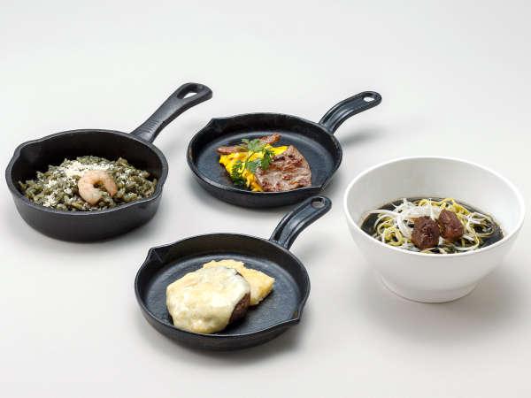 【ル・マッターホルン】<実演料理>ブラックラーメン(夕食)、ブラック・パエリア(朝食)など